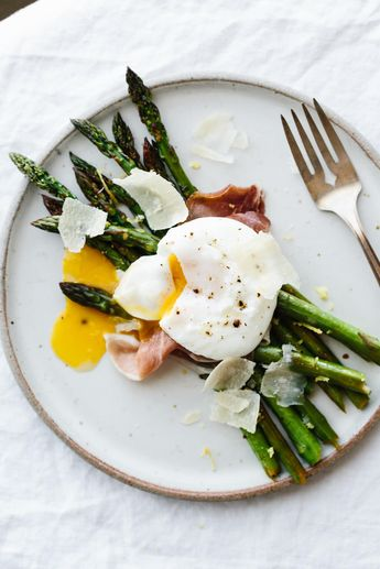 Asparagus with Poached Egg and Prosciutto