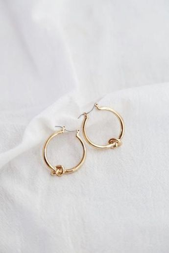 The elegant and fresh knot earrings, your go to statement piece #designerjewelry