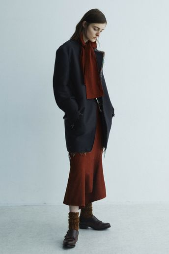 Y's Fall 2018 Ready-to-Wear Fashion Show Collection: See the complete Y's Fall 2018 Ready-to-Wear collection. Look 14