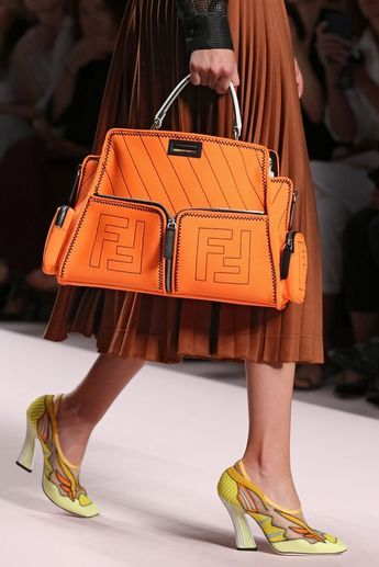 Women's Handbags & Bags : Fendi available at Luxury & Vintage Madrid, the world's best selection of co...