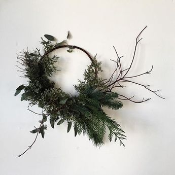 16 of the prettiest asymmetrical wreaths around