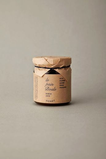I love the simplicity through materials in the identity, packaging and art direction for Le Pain Boule , designed by Artless . Love the nat...