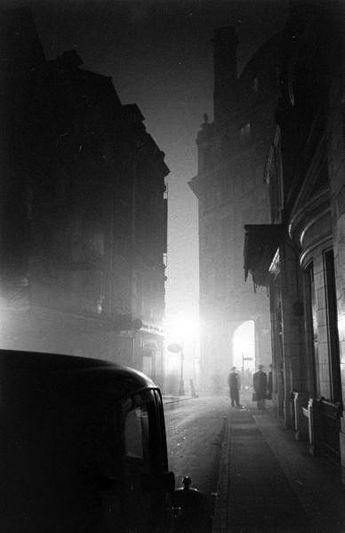 remarque:  Anthony Linck & Hans Wild - London Fog, 1947 #blackandwhitepeoplephotos