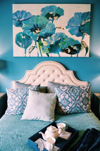 10 Easy Ways to Wake Up a Boring Bedroom