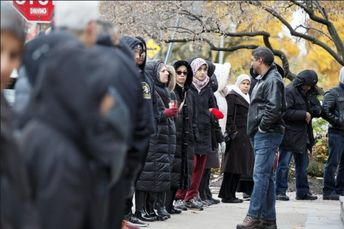 Muslims Surround Toronto Synagogues With Protective 'Rings Of Peace' | HuffPost Canada