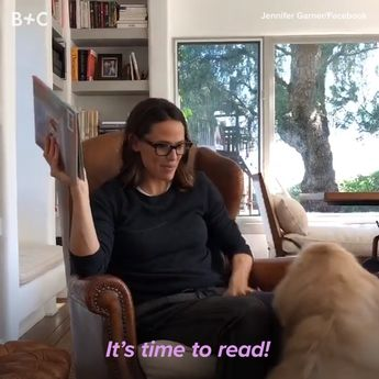 Jennifer Garner reading to her dog is the best thing you'll see all day.