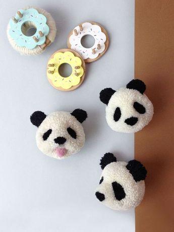 Panda pom pom video tutorial by Pom Maker | pom pom animals, DIY craft tutorial