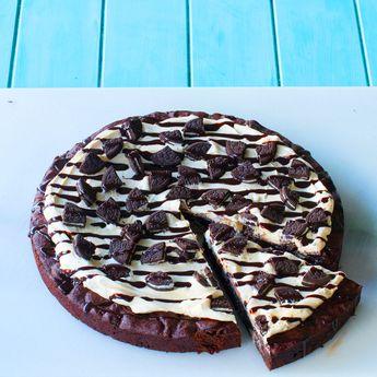 Fudge Brownie Oreo Pizza