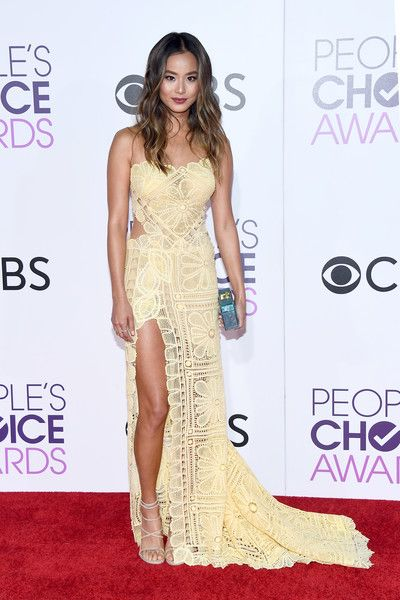 Actress Jamie Chung attends the People's Choice Awards 2017.