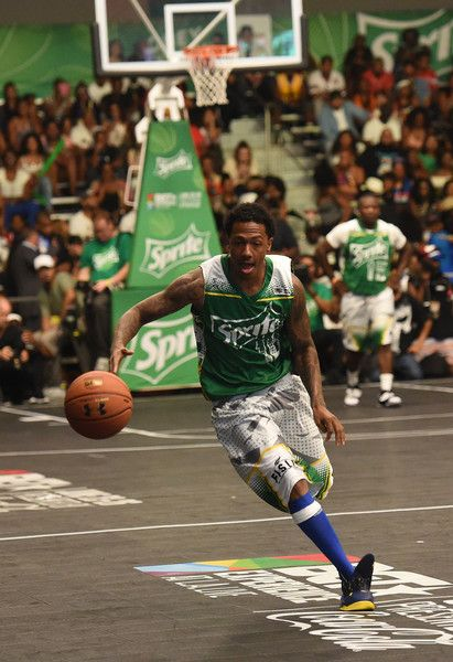 Nick Cannon participates in the Celebrity Basketball Game at BET Experience at the Convention Center in Los Angeles, on June 25, 2016. / AFP / CHRIS DELMAS