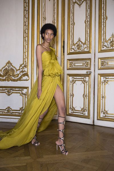 Backstage at Giambattista Valli Couture Spring 2017 - Beautiful Backstage Couture Photos From Paris - Photos
