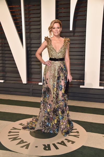Actor Elizabeth Banks attends the 2017 Vanity Fair Oscar Party hosted by Graydon Carter at Wallis Annenberg Center for the Performing Arts on February 26, 2017 in Beverly Hills, California.