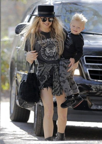 Fergie leaves the park with her son Axl.