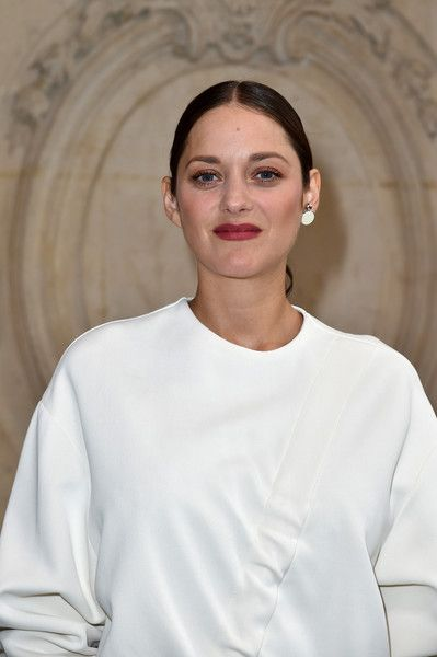 Marion Cotillard attends the Christian Dior show of the Paris Fashion Week Womenswear  Spring/Summer 2017  on September 30, 2016 in Paris, France.