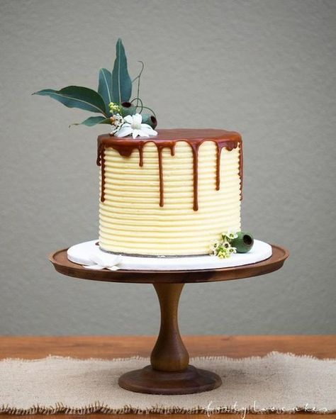 Use a Hint of Green - Drip Cake Ideas from Pinterest That'll Wow at Your Wedding - Photos