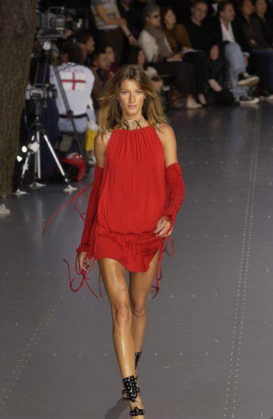 Dolce & Gabbana, Spring 2003 - These Throwback Runway Photos of Gisele Are Amazing - Photos