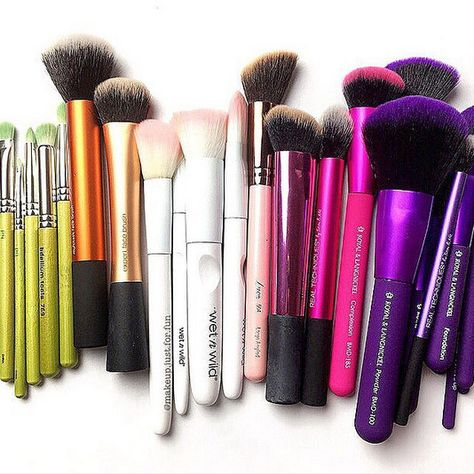 Colorful Collection - The Best Makeup Brushes to Add to Your Beauty Arsenal - Photos