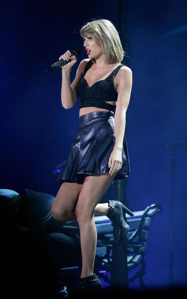 Taylor Swift performs her '1989' World Tour in Sydney.