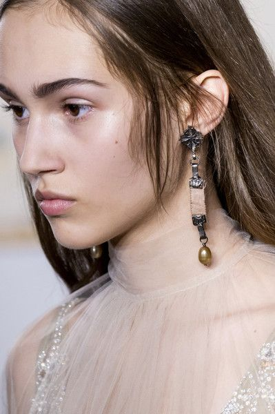 Valentino Couture, Spring 2017 - Couture's Spring '17 Runway Jewelry Is Really Fierce - Photos