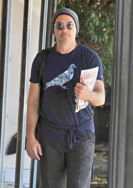Robert Downey Jr. is seen shopping for magazines at the Brentwood Newsstand.