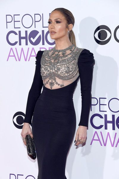 Actress/recording artist Jennifer Lopez attends the People's Choice Awards 2017.