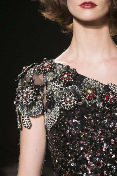 Badgley Mischka, Fall 2017 - Incredible Runway Details From New York's Fall Collections - Photos