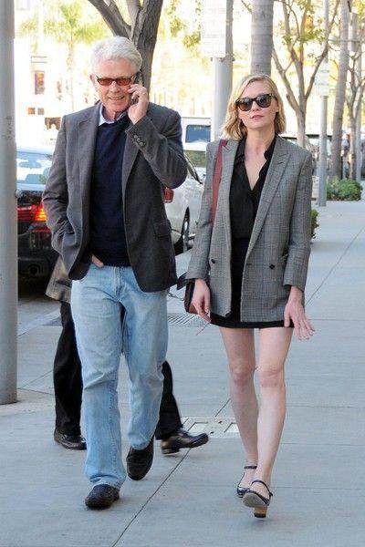 Kirsten Dunst shops with her dad in Beverly Hills.