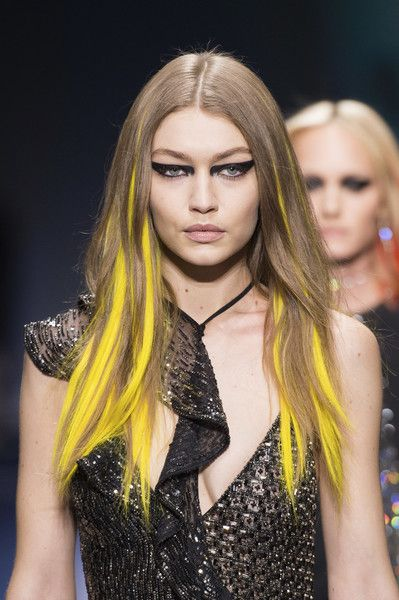 Versace, Fall 2017 - Milan's Fall 2017 Runway Collections in All Their Glorious Detail - Photos