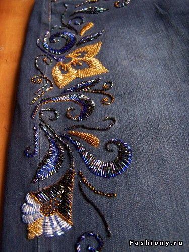 Вышивка узоров на джинсах