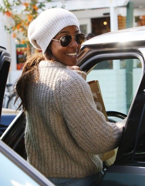 Kelly Rowland Stops For Some Last Minute Thanksgiving Essentials