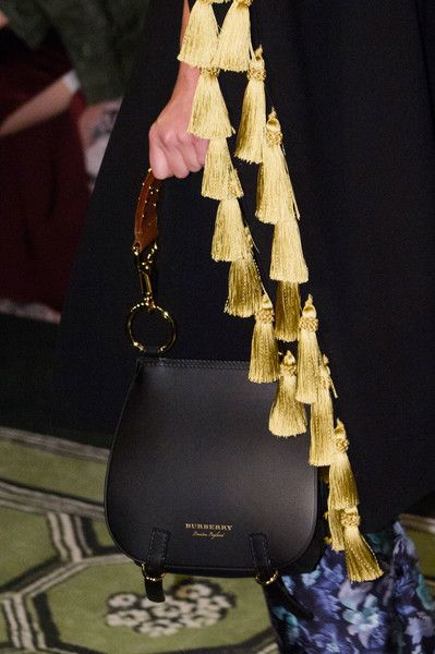 Burberry, Spring 2017 - Quirky and Classy Purses from the London Runway - Photos