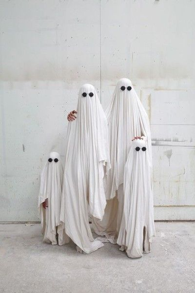Simplicity at its finest. - Fantastic Family Halloween Costumes - Photos