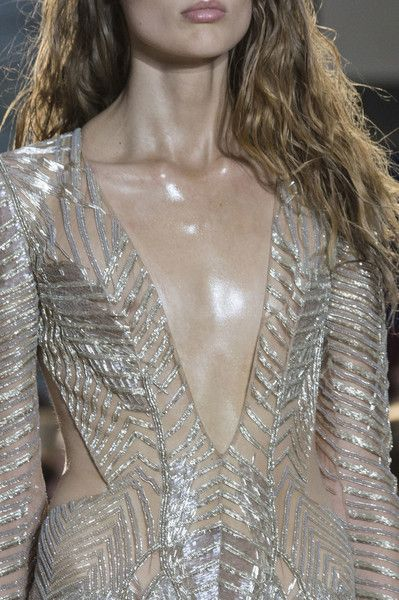 Julien Macdonald, Spring 2017 - These London Runway Details Are Too Pretty for Words - Photos