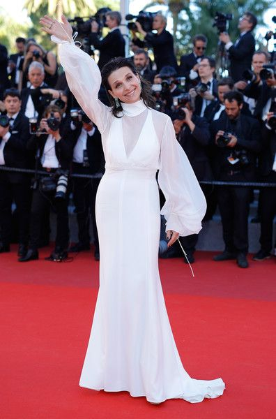 """Juliette Binoche Photos Photos - Juliette Binoche attends the """"Okja"""" screening during the 70th annual Cannes Film Festival at Palais des Festivals on May 19, 2017 in Cannes, France. - 'Okja' Red Carpet Arrivals - The 70th Annual Cannes Film Festival"""