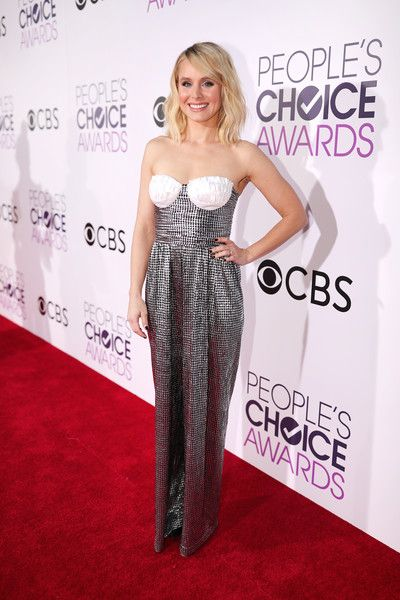 Actress Kristen Bell attends the People's Choice Awards 2017.