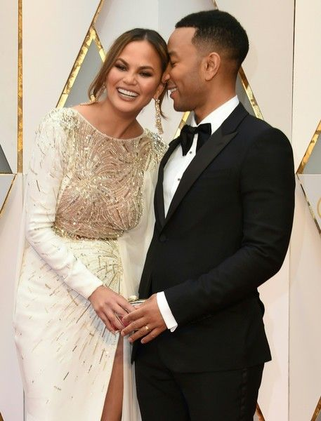 John Legend (R) and US model and wife of John Legend Chrissy Teigen arrive on the red carpet for the 89th Oscars on February 26, 2017 in Hollywood, California.  / AFP / VALERIE MACON