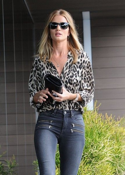 Model Rosie Huntington-Whiteley is spotted stopping by her office in West Hollywood, California on June 27, 2016. Rosie has been posting her new Bulgari campaign pictures all over her social media for the past week.