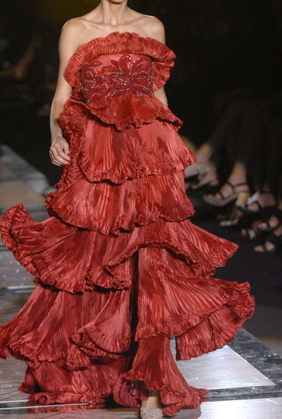 Valentino Fall 2006 Couture Details - Valentino's Most Stunning Couture Runway Details of the Decade - Photos