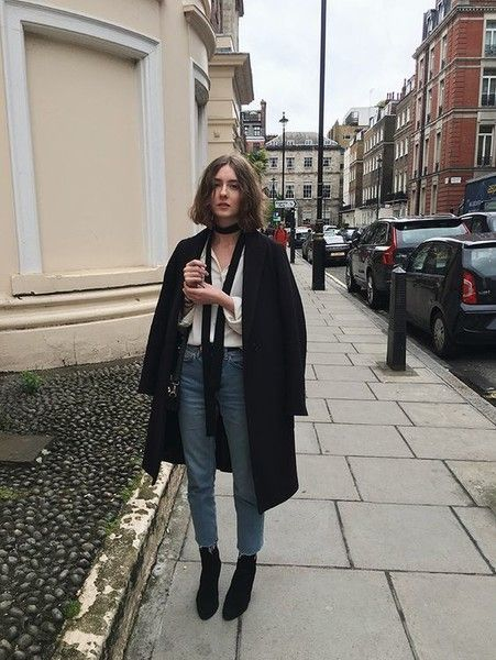 Sleek Oversized Blazer - Here's How to Style the Cool-Girl Accessory of the Moment - Photos