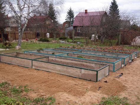 Чем и как огородить грядки на даче