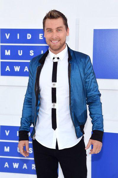 Lance Bass attends the 2016 MTV Video Music Awards.