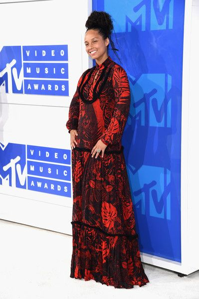 Alicia Keys in a Red Tropical Maxi-Dress - Best Dressed at the 2016 MTV VMAs - Photos