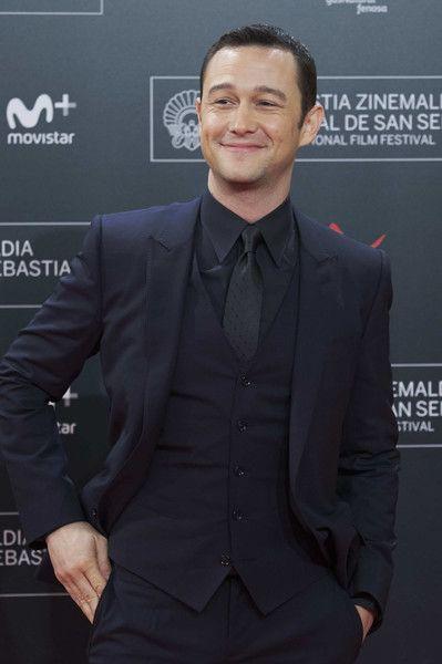 Actor Joseph Gordon-Levitt attends the red carpet premiere of 'Snowden.'