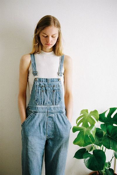 Mix Turtlenecks With Overalls - Cute Outfits To Wear When You Fly - Photos