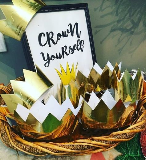 Make crowns for guests - Kids Birthday Party Ideas Inspired by Awesome Books - Photos