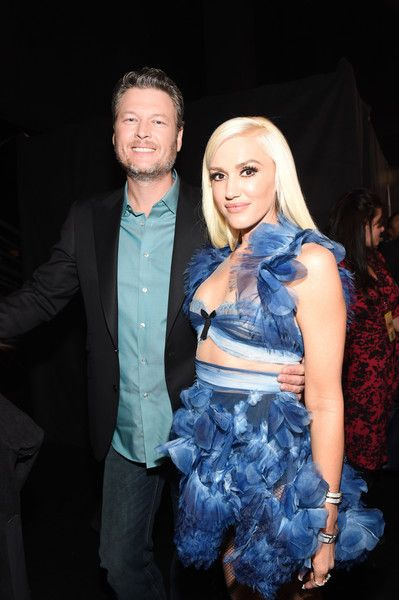 Singer/Songwriter Blake Shelton, winner of the Favorite Male Country Artist Award and Favorite Album poses with Gwen Stefani backstage at the People's Choice Awards 2017.