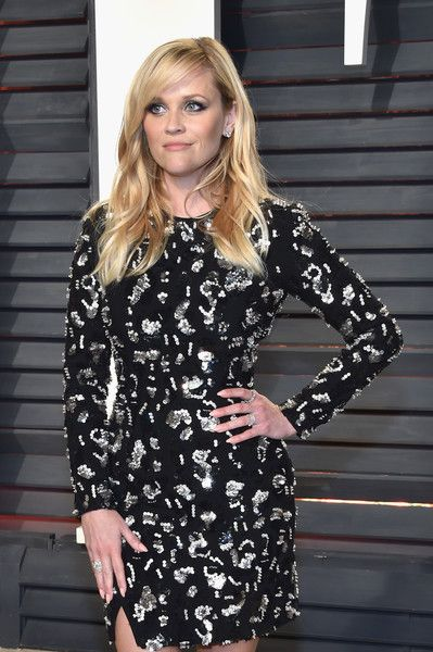 Actor Reese Witherspoon attends the 2017 Vanity Fair Oscar Party hosted by Graydon Carter at Wallis Annenberg Center for the Performing Arts on February 26, 2017 in Beverly Hills, California.