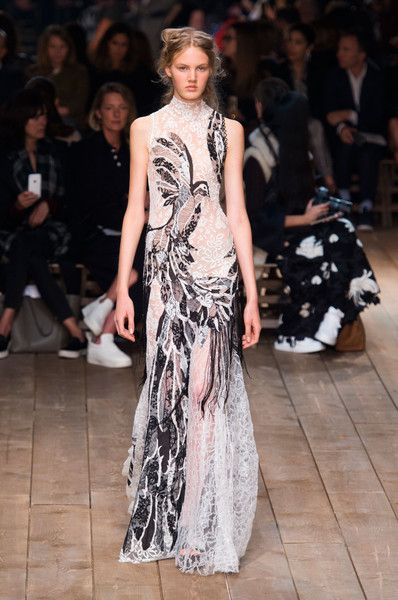 Alexander McQueen dresses at Paris Fashion Week Spring 2016 (Runway)