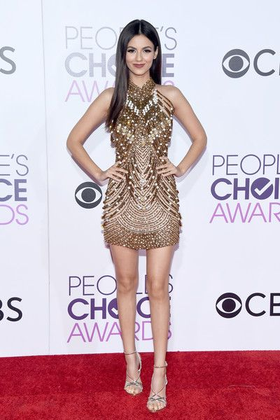 Actress Victoria Justice attends the People's Choice Awards 2017.