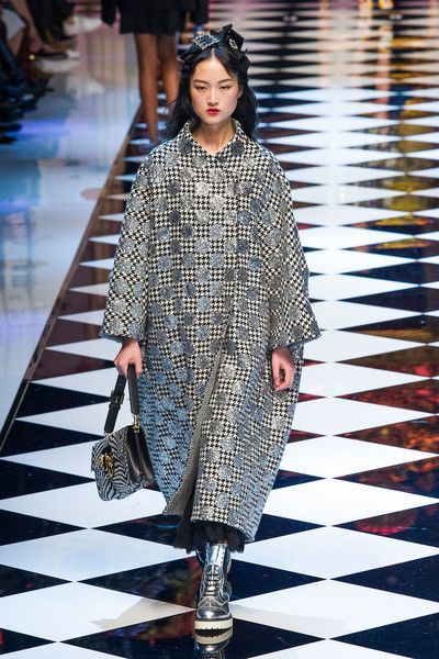 Dolce & Gabbana at Milan Fashion Week Fall 2016 - Runway Photos